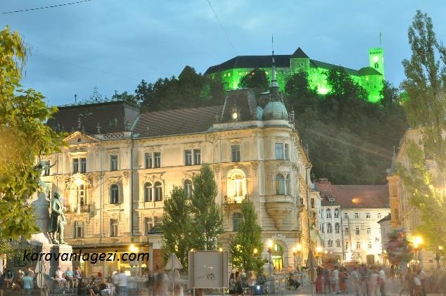 Şehir Meydanından, Ljublyana Kalesi
