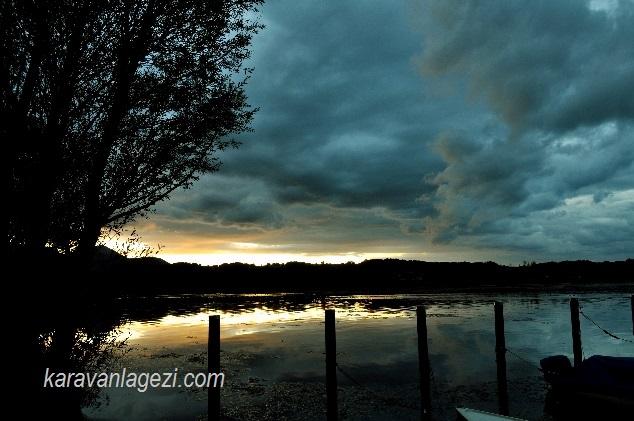 Chiemsee gölü gün batımı.