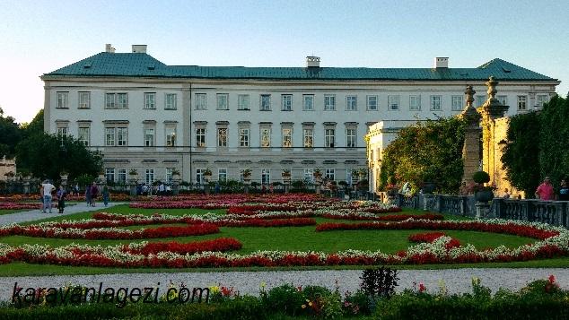 Mirabell Sarayı ve bahçesi