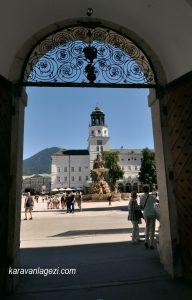 Residenzplatz meydanına bakış